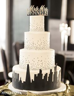 Chicago Skyline Wedding Cake at the Signature Room in downtown Chicago — Molly Park Photography