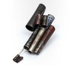 Patricia Rodriguez (Arg) - broche - material reciclado aluminio, lata