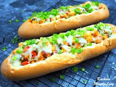 Hot Dog Buns, Hot Dogs, Mozzarella, Pizza, Bread, Ethnic Recipes, Food, Tasty, Chili Con Carne