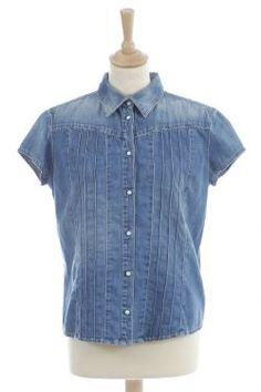 Chemise en jeans bleue Calvin Klein, patte de boutonnage et plis surpiqués sur le devant, manches courtes