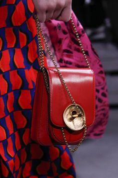 The complete Marni Fall 2018 Ready-to-Wear fashion show now on Vogue Runway. Source by silverjennb fashion 2018 Fall Fashion Trends, Fashion Week, Fashion Bags, Fashion Show, Autumn Fashion, Fashion Accessories, Womens Fashion, Fashion 2018, New Handbags