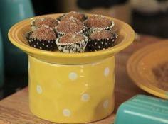 O docinho mais delicioso do Brasil ganhou uma versão diferente: Brigadeiro de Caramelo coberto com açúcar mascavo. Experimente!