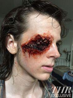 the-walking-dead-6-temporada-carl-tiro-olho-maquiagem-03