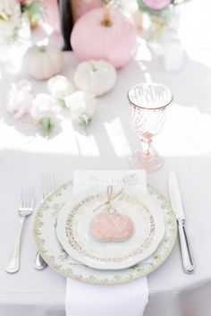 Pretty pink pumpkins and florals to boot, this Little Pumpkin Baby Shower at Kara's Party Ideas is too, too, cute! Baby Shower Brunch, Boho Baby Shower, Baby Shower Fall, Floral Baby Shower, Fall Baby, Baby Shower Favors, Bridal Shower, Pink Pumpkins, Baby Girl Shower Themes