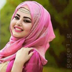 Image uploaded by ᔕᗩᗷᖇII. Find images and videos about islam, hijab and kurdistan on We Heart It - the app to get lost in what you love. Square Hijab Tutorial, Hijab Style Tutorial, Beautiful Hijab Girl, Beautiful Muslim Women, Bridal Hijab, Hijab Bride, Bridal Outfits, Hijabi Girl, Girl Hijab