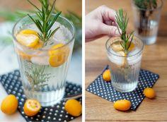 Gin Tonic, zusammen mit ein paar Kumquats & Rosmarin aufpimpen!