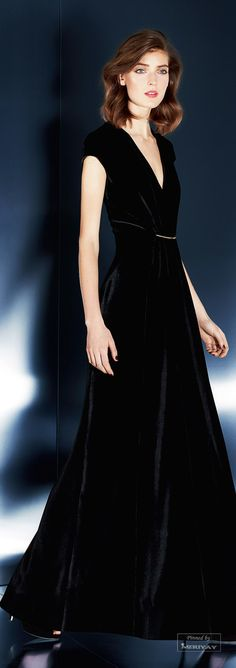 In black you can't go wrong Lil Black Dress, Velvet Fashion, Classy And Fabulous, Elegant Outfit, Trends, Holiday Fashion, Lingerie, Textiles, Dress To Impress