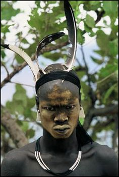 Tribu Mursi en el valle del río Omo entre Etiopía, Kenia y Sudán