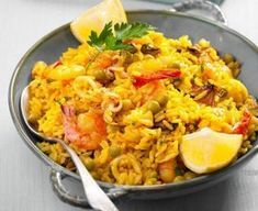 Paella with Chicken and Seafood Recipes – Sintayes. Shellfish Recipes, Seafood Recipes, Chorizo, Seafood Paella, Paella Food, Spicy Sauce, Wok, Macaroni And Cheese, Food And Drink