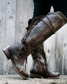 Finally found some practical looking fantasy footwear! Story Inspiration, Character Inspiration, Narnia, Elf Rogue, The Blue Boy, Half Elf, Scarlet, Hawke Dragon Age, Estilo Hipster