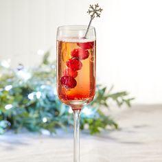 Cocktails de Noël: boissons avec ou sans alcool   Metro Cocktails, Alcoholic Drinks, Wine, Glass, Christmas Recipes, Christmas Cocktail Party, Noel, Drinks, Recipes