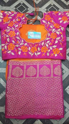Cotton Saree Blouse Designs, Bridal Blouse Designs, Simple Blouse Designs, Blouse Back Neck Designs, Kutch Work Designs, Long Dress Design, Neck Designs For Suits, Designer Blouse Patterns, Work Blouse