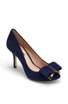 loving this classic peep toe w/ the bow in navy