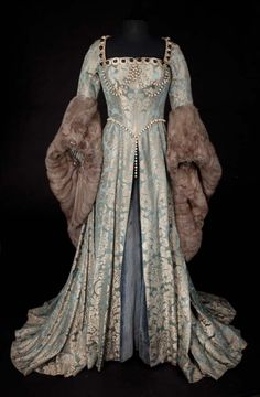 Historical fashion and costume design. Medieval Dress, Medieval Clothing, Antique Clothing, Historical Clothing, Tudor Dress, Mode Renaissance, Costume Renaissance, Renaissance Dresses, Medieval Costume