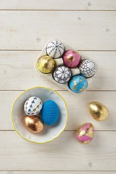 Easter eggs are a vital part of celebrations. Why not make this Easter extra special by making use of unique Easter egg decoration ideas? Let your Easter eggs look exclusive and absolutely amazing. Easter Arts And Crafts, Diy Trend, Mollie Makes, Easter Celebration, Easter Holidays, Egg Decorating, Easter Party, Boiled Egg, Easter Eggs
