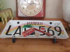 Vintage Hawaii License Plate Tray Repurposed. Cute idea