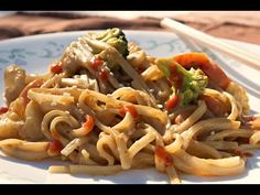 Easy Peanut Noodles - one of our first and most popular recipes. A thick garlicky peanut sauce with fresh veggies and asian rice noodles. Sin Gluten, Peanut Noodles, Rice Noodles, Quinoa, Whole Food Recipes, Cooking Recipes, Vegetarian Recipes, Healthy Recipes, Asian Recipes