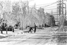 Residents make the best of an ice storm in Greenlawn in 1978. (Credit: Newsday / Stan Wolfson)