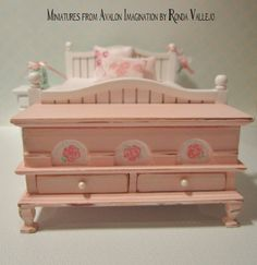 1:12th Scale Miniature Dollhouse High Quality Hope Chest Or Storage Chest In…