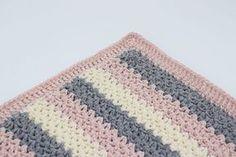 """Hæklet Babytæppe – Velvet/velour Dette tæppe er hæklet i Mayflowers Nye Velour garn – Velvet. Velvet er blødt og let """"fluffy"""" garn i 100 % Bomuld, som findes i 9 skønne farver. Se dem HER Tæppet er hæklet i en et helt enkelt mønster i 3 lækre farver, og måler ca. 85×75 cm. Ønskes tæppet i andre størrelser kan det nemt reguleres med antal af luftmasker, og antal rækker. Det er nærmere beskrevet i opskriften som du finder HER Der er brugt ca. 400 g Velvet fordelt på 3 farver. Du skal bruge..."""