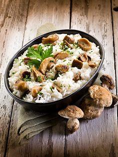 Rizoto připravené z rýže Arborio, čerstvých hub a dalších ingrediencí.