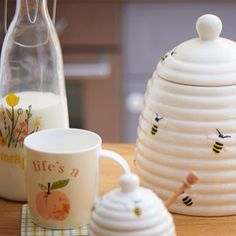 #beehive #lifesapeach #mug #spring #kitchen #bees #storage #cookiejar #honeypot #honey #amber #home #instadaily 🐝🐝