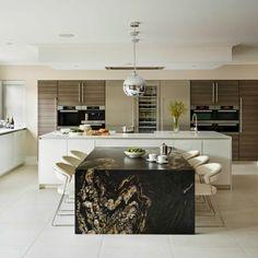 Modern Luxury Kitchens For A Grand Kitchen Grand Kitchen, New Kitchen, Luxury Kitchens, Home Kitchens, Modern Kitchen Lighting, Kitchen Contemporary, Unique Lighting, Simple Kitchen Design, Kitchen Designs