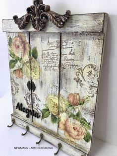 Techniques: color decoupage patina destress and waterproof palette; Techniques: Color Decoupagem Patina Destress and You are in the right place Decoupage Vintage, Decoupage Art, Decoupage Ideas, Decoupage Drawers, Vintage Maps, Arte Pallet, Pallet Art, Pallet Ideas, Shabby Chic Crafts
