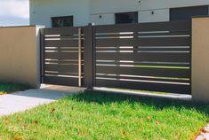 Home Gate Design, House Fence Design, House Main Gates Design, Front Gate Design, Gate Designs Modern, Modern Fence Design, Gate House, Facade House, Modern Entrance Door