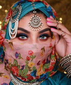 Beautiful Eye Makeup, Stunning Eyes, Amazing Eyes, Arab Girls, Arab Women, Huda Beauty Rose Gold Palette, Arabic Makeup, Indian Makeup, Niqab Fashion