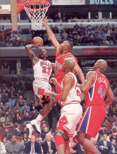 "Michael Jordan puts the air breaks on the Sixers Clarence ""Baby Barkley"" Weatherspoon in Chicago. Mike Jordan, Jordan Bulls, Michael Jordan Basketball, Basketball Legends, Sports Basketball, Basketball Players, Michael Jordan Pictures, Jordan Photos, Basketball Pictures"