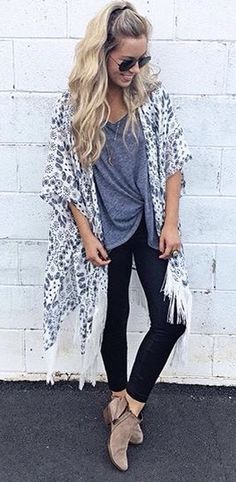 Skinny jeans booties long kimono boho spring outfits, fashion style for teens, spring school Trend Fashion, Look Fashion, Bohemian Fashion, Fashion Ideas, Cheap Fashion, Fashion Shoes, Fashion Dresses, Fall Fashion, Bohemian Outfit