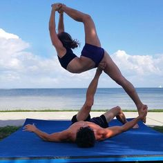 I absolutely love this pose! We transitioned here from a outside side star counter balance. Swipe to see video of how we got into it! Couples Yoga Poses, Acro Yoga Poses, Yoga Poses For Men, Easy Yoga Poses, Yoga For Men, Dance Poses, Yoga Inspiration, Arco Yoga, Pilates