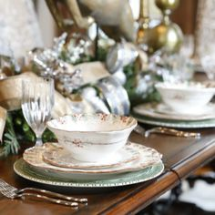 Beautiful table setting by #vintagewesthome. #ARTEITALICA