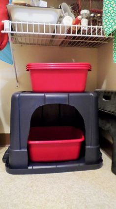 I have a large Rubbermaid-type storage container covering my kitty& litter box in my storage room. She used to kick litter all over the place. Now I have much less to sweep up, plus it looks much more pleasant for company. Litter Box Covers, Kitty Litter Boxes, Cat Boxes, Cat Room, Animal Projects, Cat Furniture, Diy Stuffed Animals, Cats And Kittens, Pets
