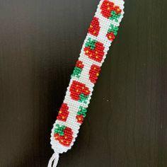 String Bracelet Patterns, Diy Bracelets Patterns, Yarn Bracelets, Diy Bracelets Easy, Embroidery Bracelets, Summer Bracelets, Bracelet Crafts, Bracelet Designs, Handmade Bracelets