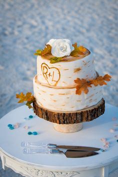 Richard and Leilani had this autumn-themed cake for their intimate beach wedding.