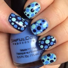 Blue dotting nails