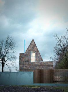 90 stopni. Dom mały. Widok na tyły budynku.