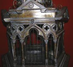 Perfect Halloween birdcage for frogs or birds or rodents!  Gothic decor