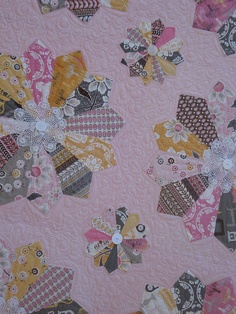 cute Dresden quilt. I like the different centers.