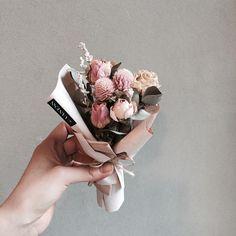 . 레슨 주문 문의 카톡ID vaness52 . #vanessflower #vaness #flower #florist #flowershop #handtied #flowergram #flowerlesson #flowerclass #바네스 #플라워 #바네스플라워 #플라워카페 #플로리스트 #꽃다발 #부케 #원데이클래스 #플로리스트학원 #화훼장식기능사 #플라워레슨 #플라워아카데미 #꽃스타그램 . . . #드라이플라워 . . 귀요미 미니다발