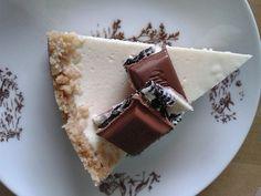 Rozdrtíme sušenky úplně na prášek a zalijeme máslem. Natlačíme a uhladíme v dortové formě i s okraji (cca do půlky formy).Suroviny na náplň dobře... Tiramisu, Cheesecake, Cupcakes, Bread, Ethnic Recipes, Sweet, Cheesecakes, Cupcake, Tiramisu Cake