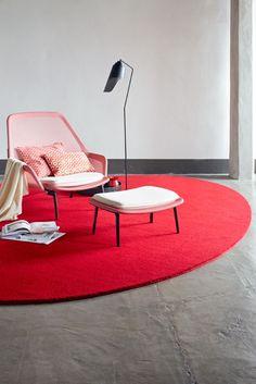 Het is rood, chic en warm: een eenpersoons eiland voor elke dag. Een rijk, ovaal eiland waar het goed toeven is. Een karpet in een opvallende kleur zorgt voor een hoog wow-gehalte: chic en zo zacht!