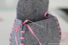 Filztasche - Arte com Quiane (Dicas e Moldes de Artesanato)- Diy Clothes Bag, Barbie Clothes, Felt Patterns, Beading Patterns, Felt Diy, Felt Crafts, Sewing Crafts, Sewing Projects, Felt Purse