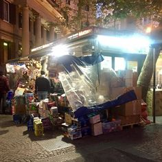Vomero, piazza Vanvitelli. #vigilanzazero #notteneravomero #valoricollinari