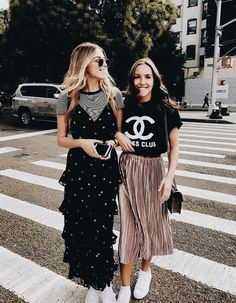 I would wear both outfits 👠 Stylish outfit ideas for women who love fashion! Looks Street Style, Looks Style, Modest Fashion, Fashion Outfits, Womens Fashion, Fashion Trends, Trending Fashion, Dress Fashion, Fashion Ideas