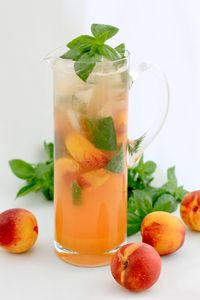 Here is a great recipe for Nectarine and Basil Cordial something a bit different and refreshing that everyone can enjoy. Margarita Recipes, Cocktail Recipes, Bourbon Cocktails, Holiday Cocktails, Cheesesteak Stuffed Peppers, Keto Stuffed Peppers, Easy Healthy Recipes, Great Recipes, Healthy Eats