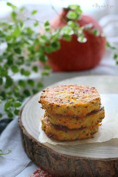 Galette végétarienne: quinoa, potimarron, Emmentaler suisse Lentils And Quinoa, Batch Cooking, Healthy Pumpkin, Fritters, Salmon Burgers, Healthy Dinner Recipes, Entrees, Veggies, Vegan