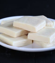 Easy Fudge ways: chocolate fudge, vanilla fudge, peanut butter fudge. All made super easy with sweetened condensed milk. Fudge Recipes, Candy Recipes, Real Food Recipes, Snack Recipes, Dessert Recipes, Snacks, Holiday Baking, Christmas Baking, Merry Christmas